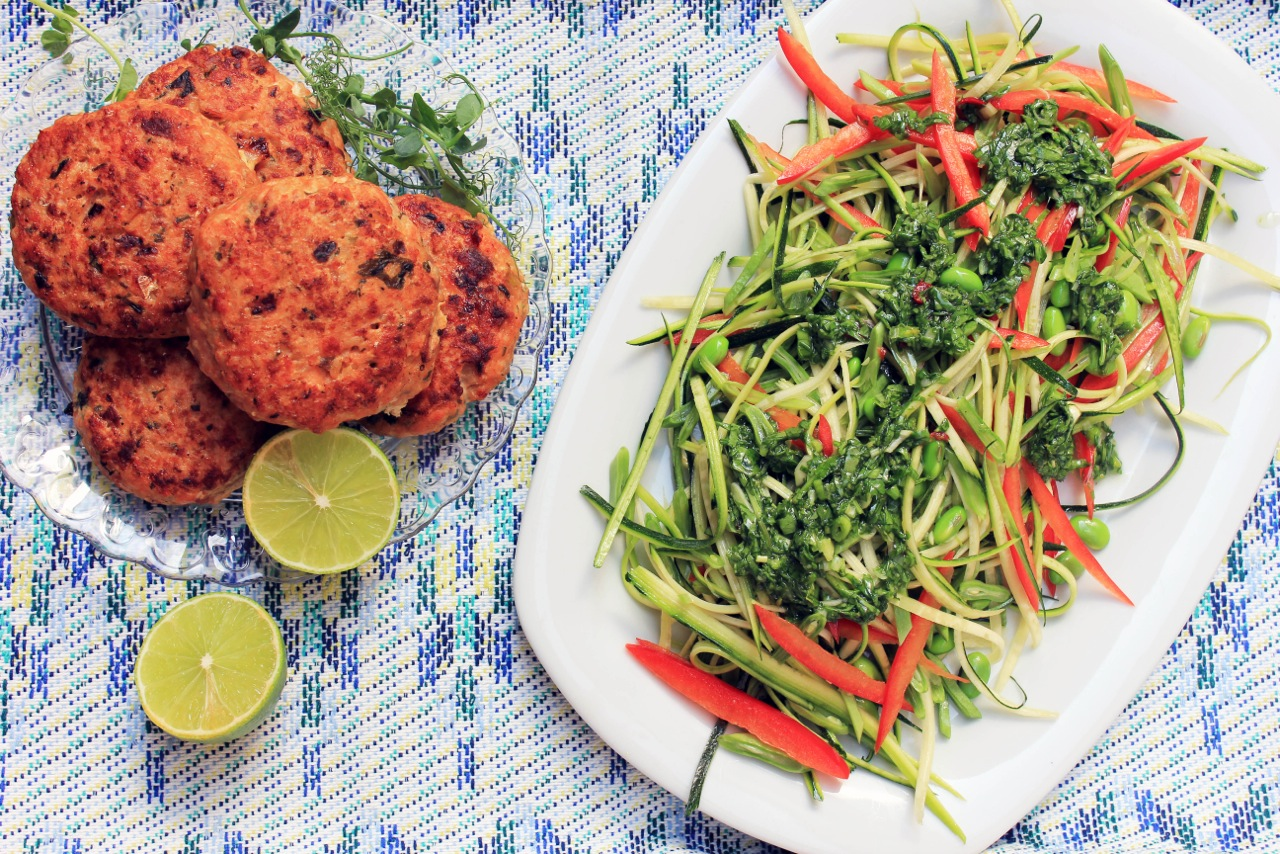 Chili Salmon Burgers with Courgette Salad - Hip & Healthy