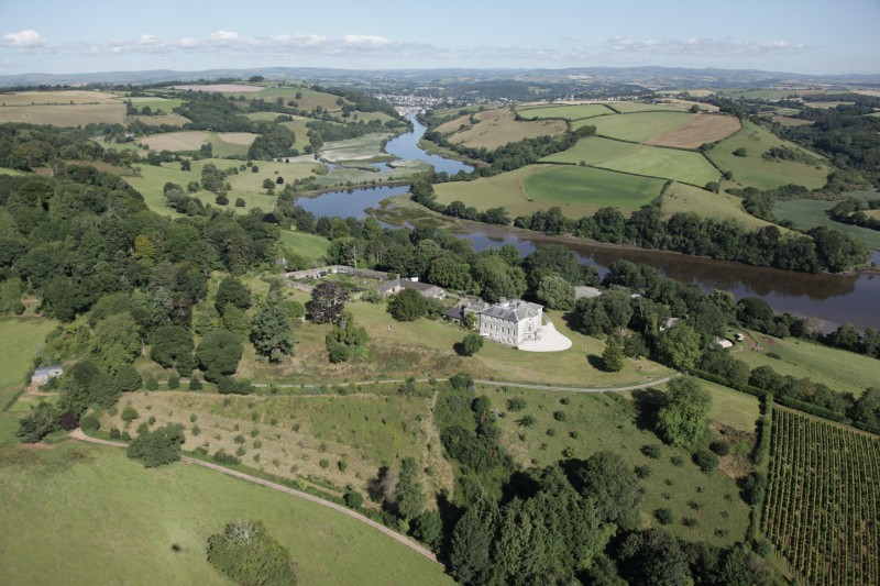 use-sharpham-house-beside-river-dart-with-totnes-in-the-background