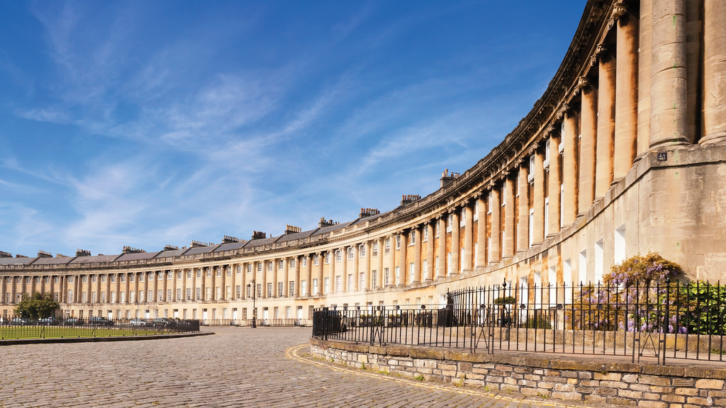 Hip & Healthy Guide To Bath