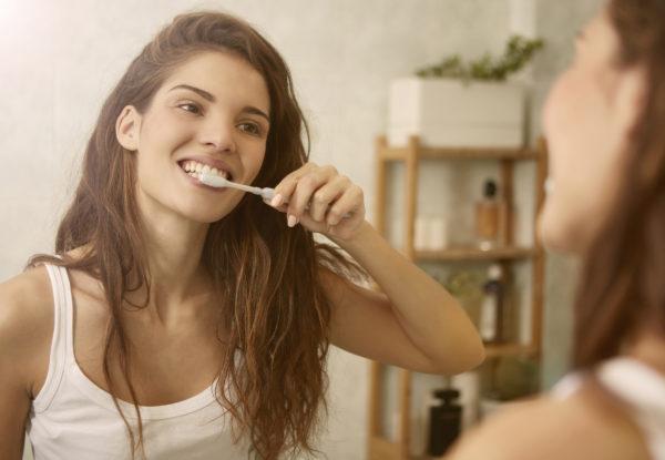 Mirroring,Toothbrushing